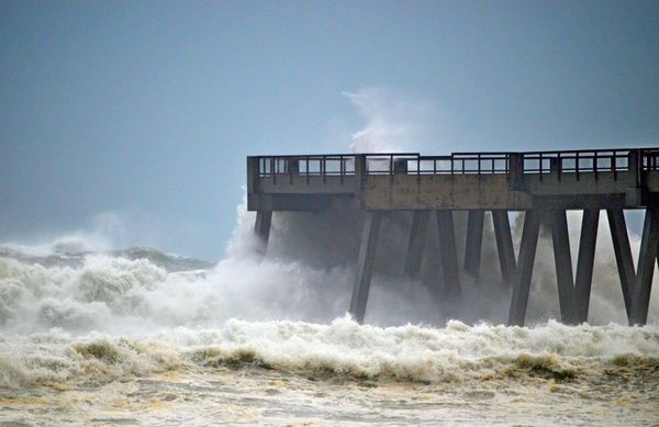Hurricane isaac versus navarre beach pier 28 aug 12 for Navarre beach fishing pier