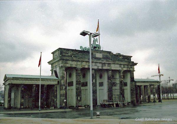 brandenburg gate 1989 - photo #4
