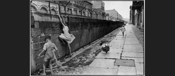 "4    Berlin, ""The Wall""..."
