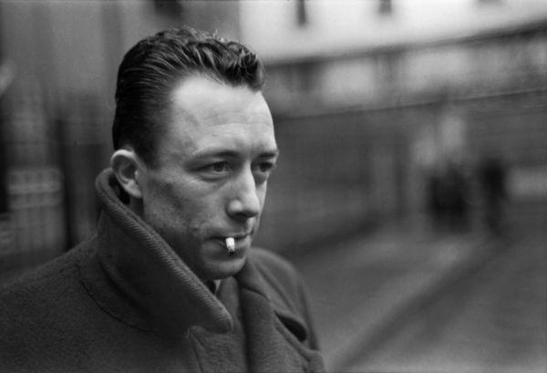 16 Albert Camus...