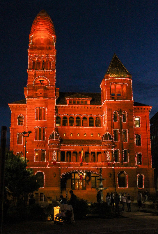 #8  The Bexar (BAYer) County courthouse...