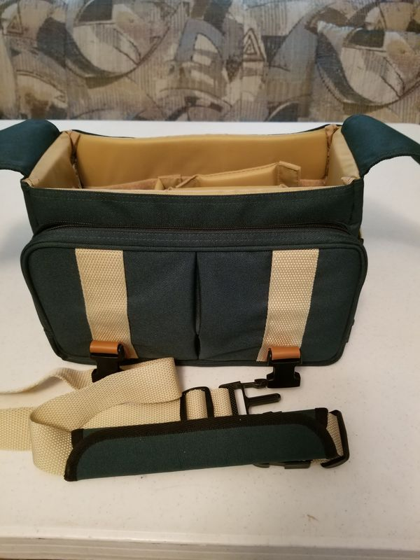 Front with top open and strap for carry....