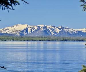 Yellowstone Lake vista...