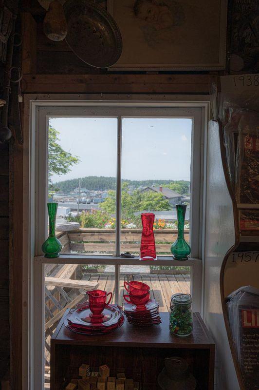 Antigue store window....