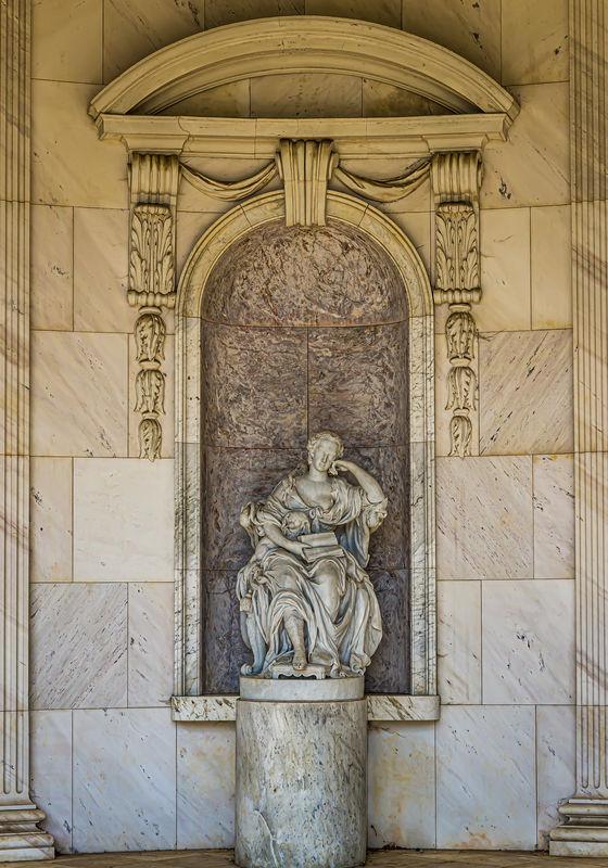 3 - Statue of Wilhelmine of Bayreuth...