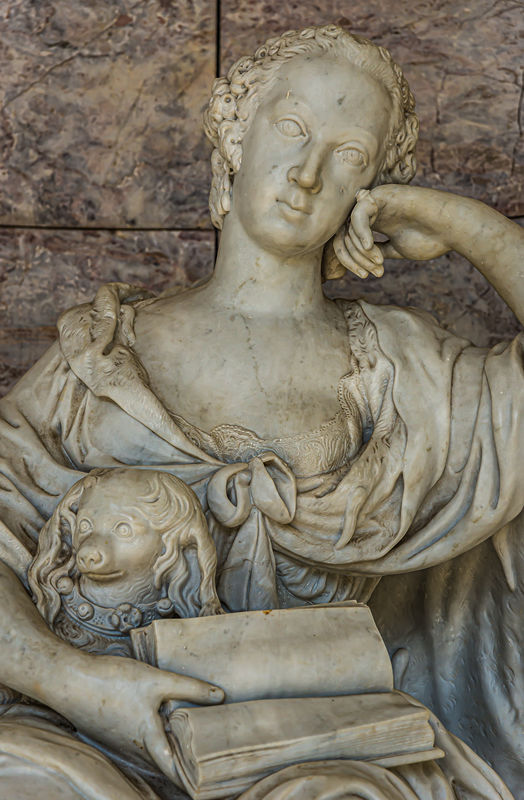 4 - Close-up of the statue of Wilhelmine of Bayreu...