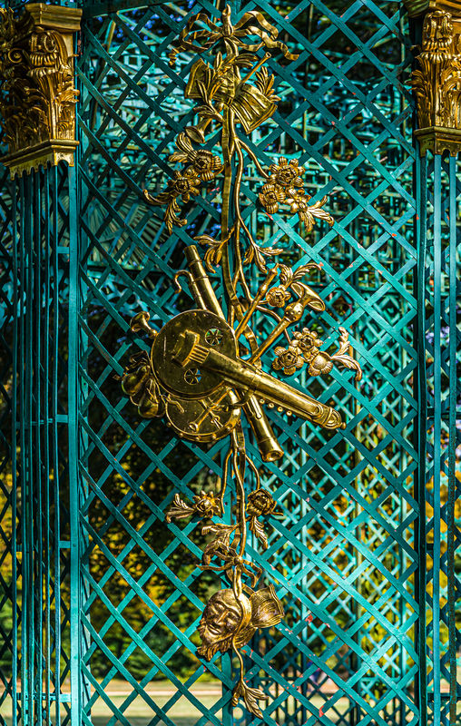6 - Detail of gilded ornaments decorating the trel...
