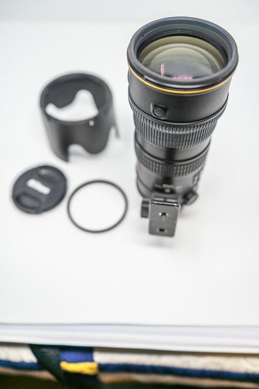 Nikon 70-200mm F2.8 VR LENS with Hood & Filter - N...