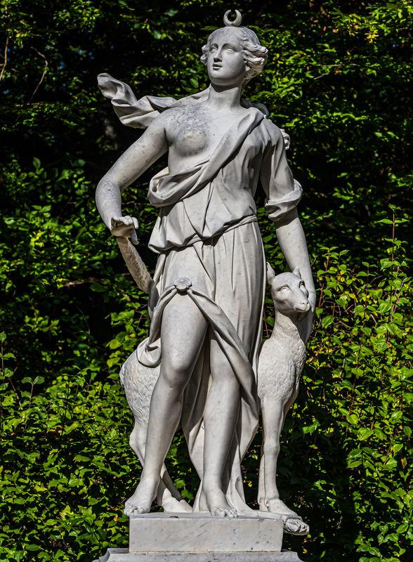 10 - Statue of Diana (Artemis) with a doe...