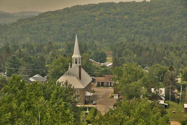 A country village, St-Elie-de-Caaxton...