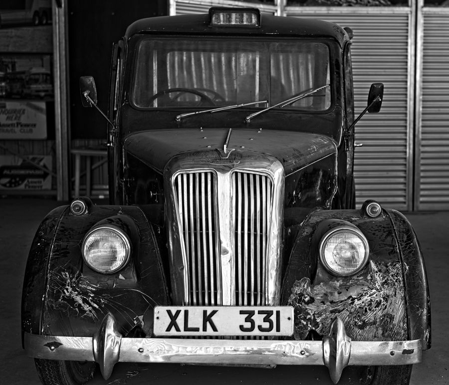 A former London taxi manufactured by Beardmore in ...