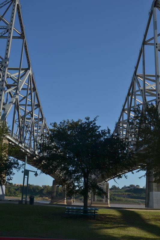 Mississippi River Bridge/tilt...